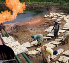 Dans leur action contre la pandémie, les pays responsables des deux tiers du volume mondial de gaz torchés soutenus la Banque mondiale